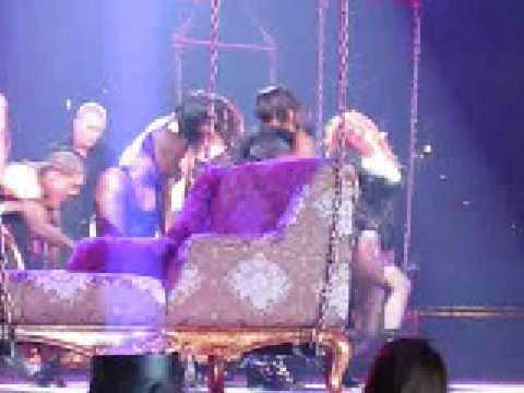 Britney Spears- Get Naked- Ao vivo em Tampa [BSBR]