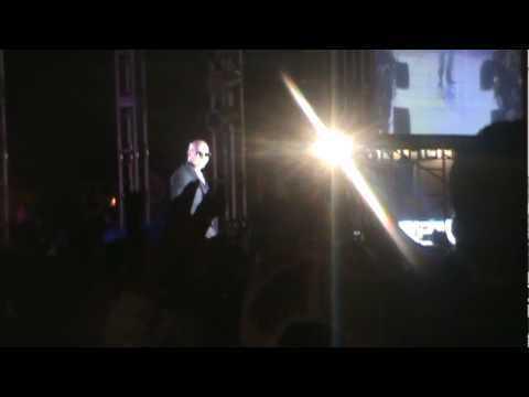 Pitbull- Sube hasta las nubes (En vivo)