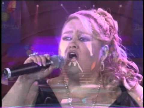 Sheyla - POPURR? CHRISTINA AGUILERA (Vivo 2006).wmv