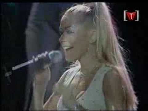 Christina Aguilera - At Last (Live in Vancouver 07-19-00)