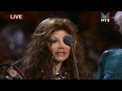 Дима Билан - Премия МУЗ-ТВ 2010 - Вручает премию Latoya Jackson