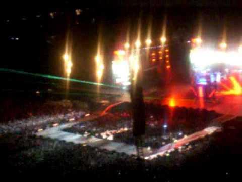 Black Eyed Peas BEP   Pump it en vivo Estadio Azteca 2 de octubre 2010
