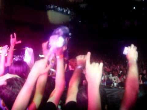30 Seconds to Mars - Kings and Queens (Live @ Rio de Janeiro, VIVO RIO: 29/03/2011) FROM THE STAGE
