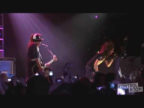 TOKIO HOTEL - BREAK  AWAY  en vivo 2008!