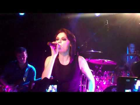Jessie J - Pricetag live at VEVO Lift Party.MP4